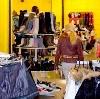 Магазины одежды и обуви в Изумруде